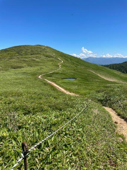 牛ヵ岳へ続く道